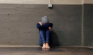Ragazzo depresso