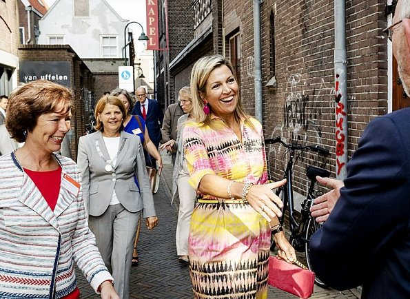 Queen Maxima visited Kansfonds which is a aid fund in Delft. Queen Maxima wore  silk print summer dress. fuchsia earrings