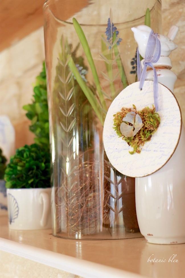 moss-heart-with-hydrangea-petal