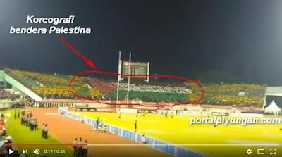 Luar Biasa! Supporter Indonesia Beri Dukungan Palestina Dalam Laga Perdana Timnas VS Malaysia