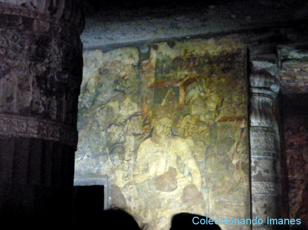 Imagen de Buda en la cueva 1 de Ajanta