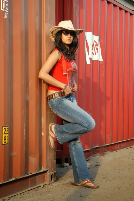 Anushka Shetty in tight jeans, Anushka Shetty in red top, Anushka Shetty in hat