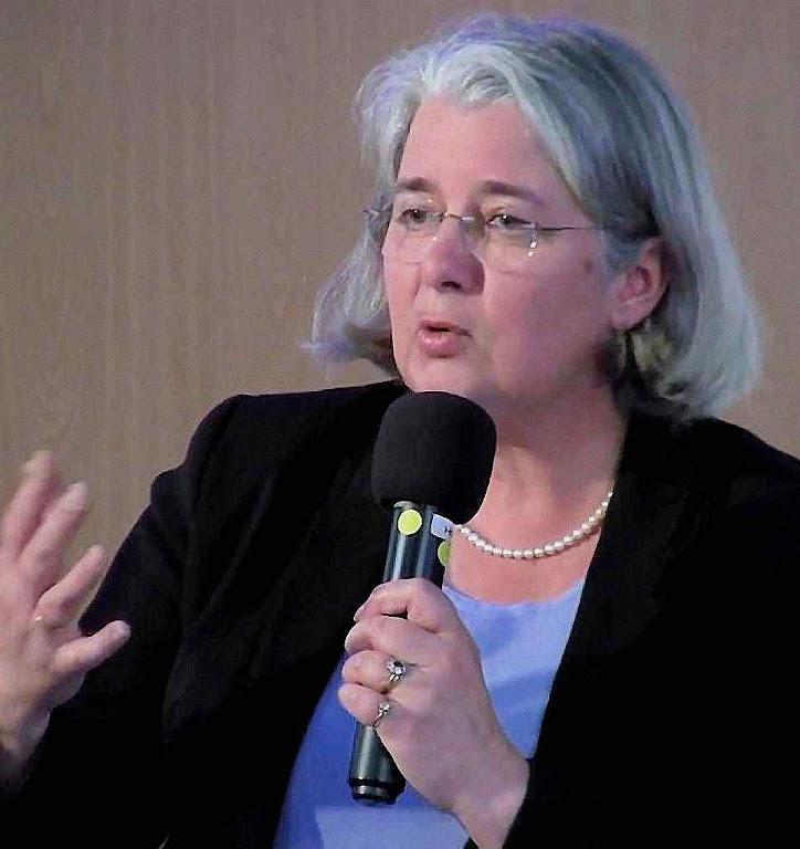 Jeanne Smits ex-diretora do jornal do Front National: a Rússia tenta voltar a mensagem de Fátima contra o Ocidente