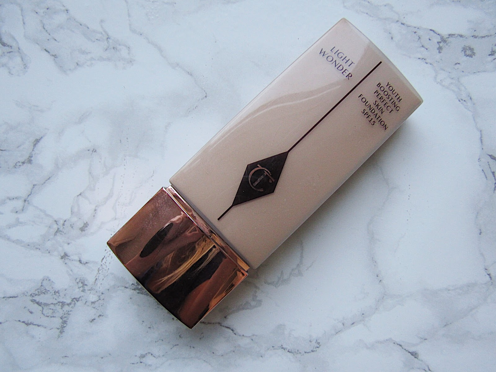 Charlotte Tilbury Light Wonder Foundation shade 4