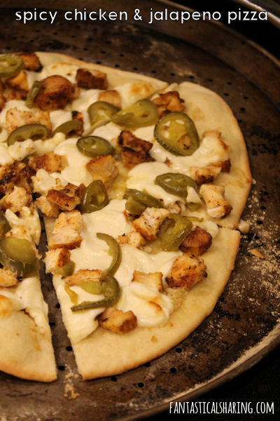 Spicy Chicken & Jalapeno Pizza #recipe #maindish #pizza #chicken #jalapeno