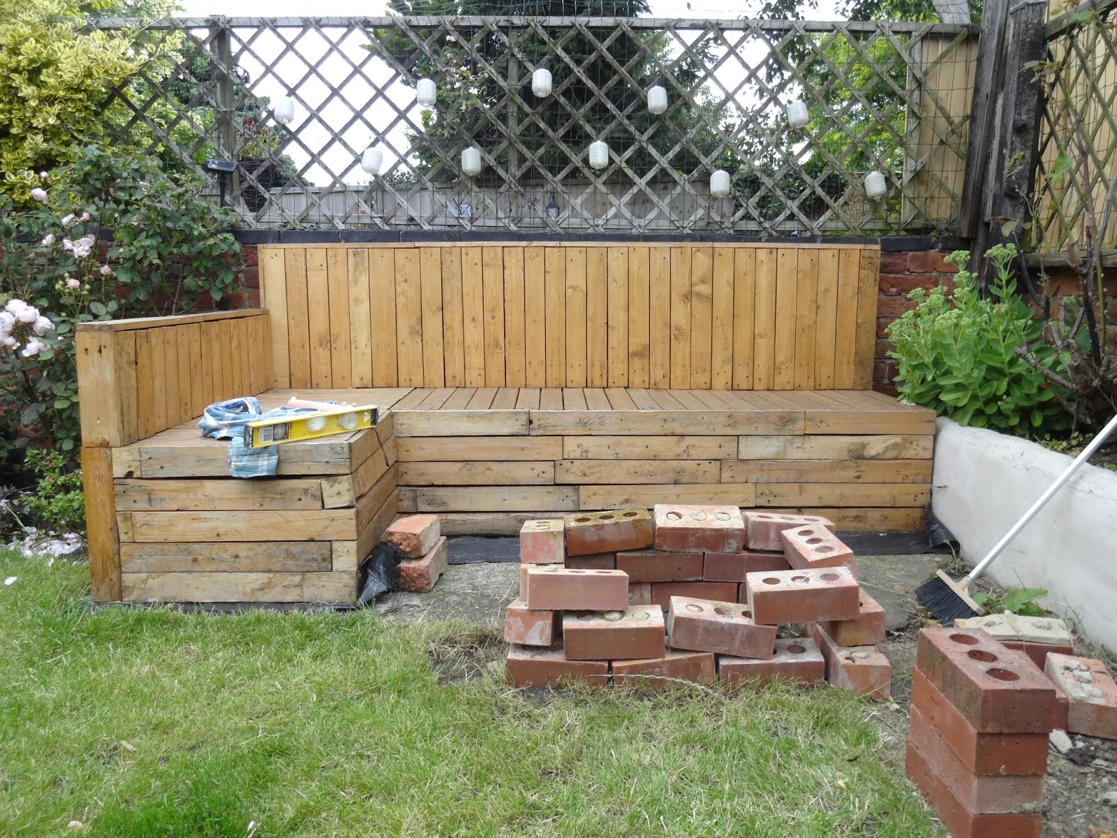 How To Build A Diy Fire Pit Using Bricks For Under 25 Kezzabeth Diy Renovation Blog