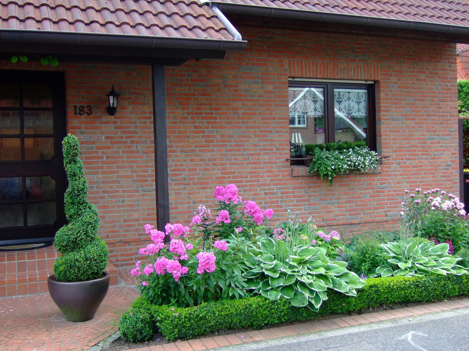Garten Vor Dem Haus Gestalten Hauszugang Und Gartenwege Rund Ums