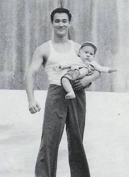 SUJITH SPOT:::::: Rare Unseen Pictures Of Bruce Lee