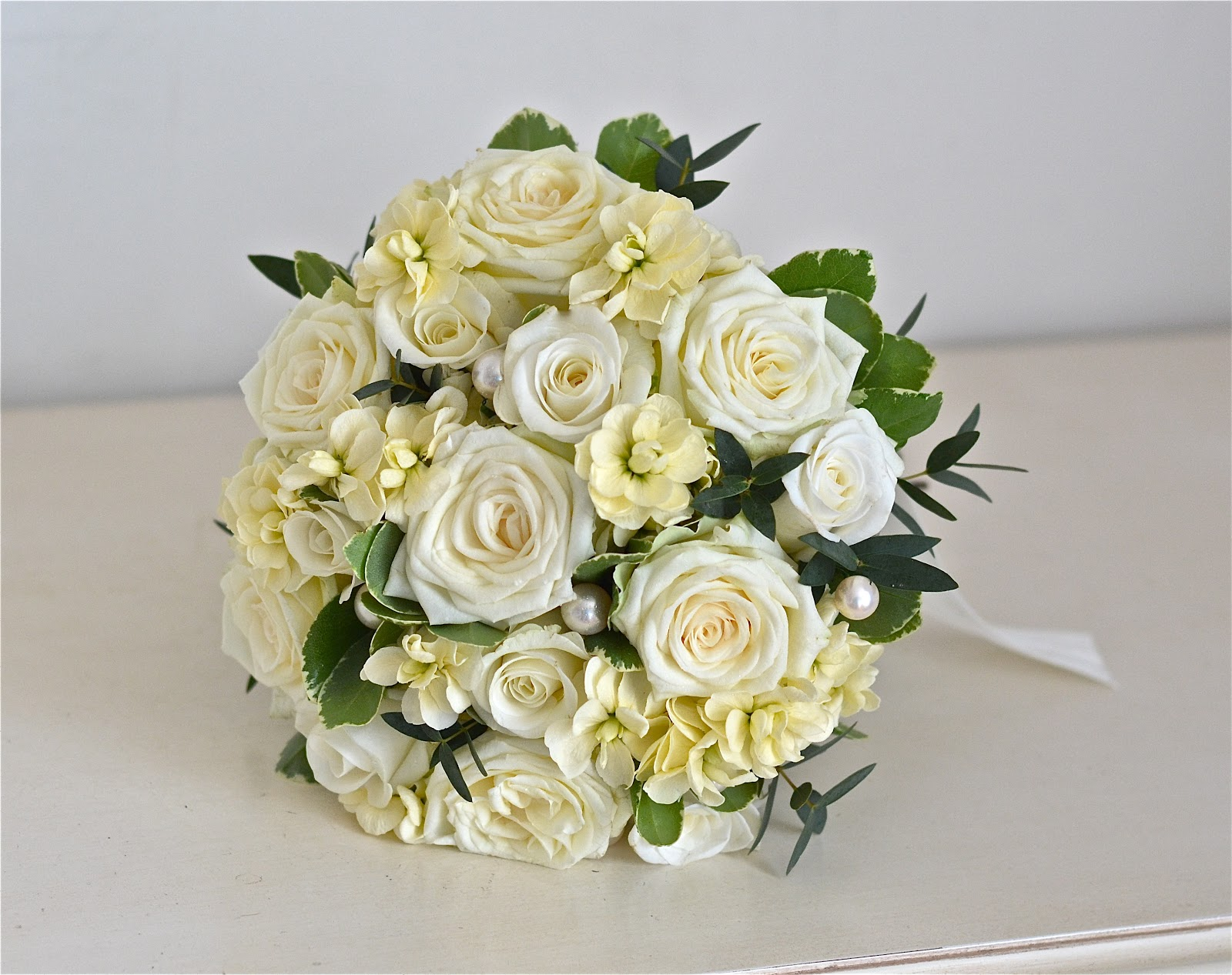 cream wedding bouquets wedding flowers s vintage wedding flowers 3175