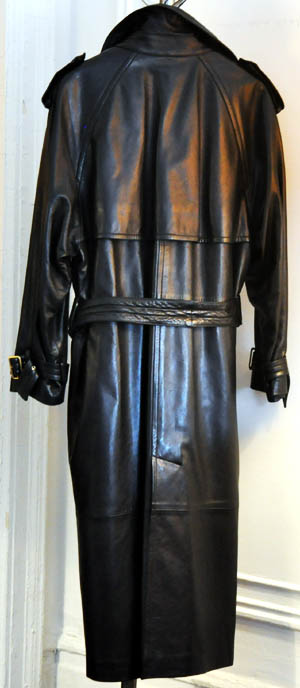 5c78fe8cc This Gucci leather trench coat is quite possibly my fantasy leather trench.  This new without tags size 40 leather trench was listed with a starting bid  of ...