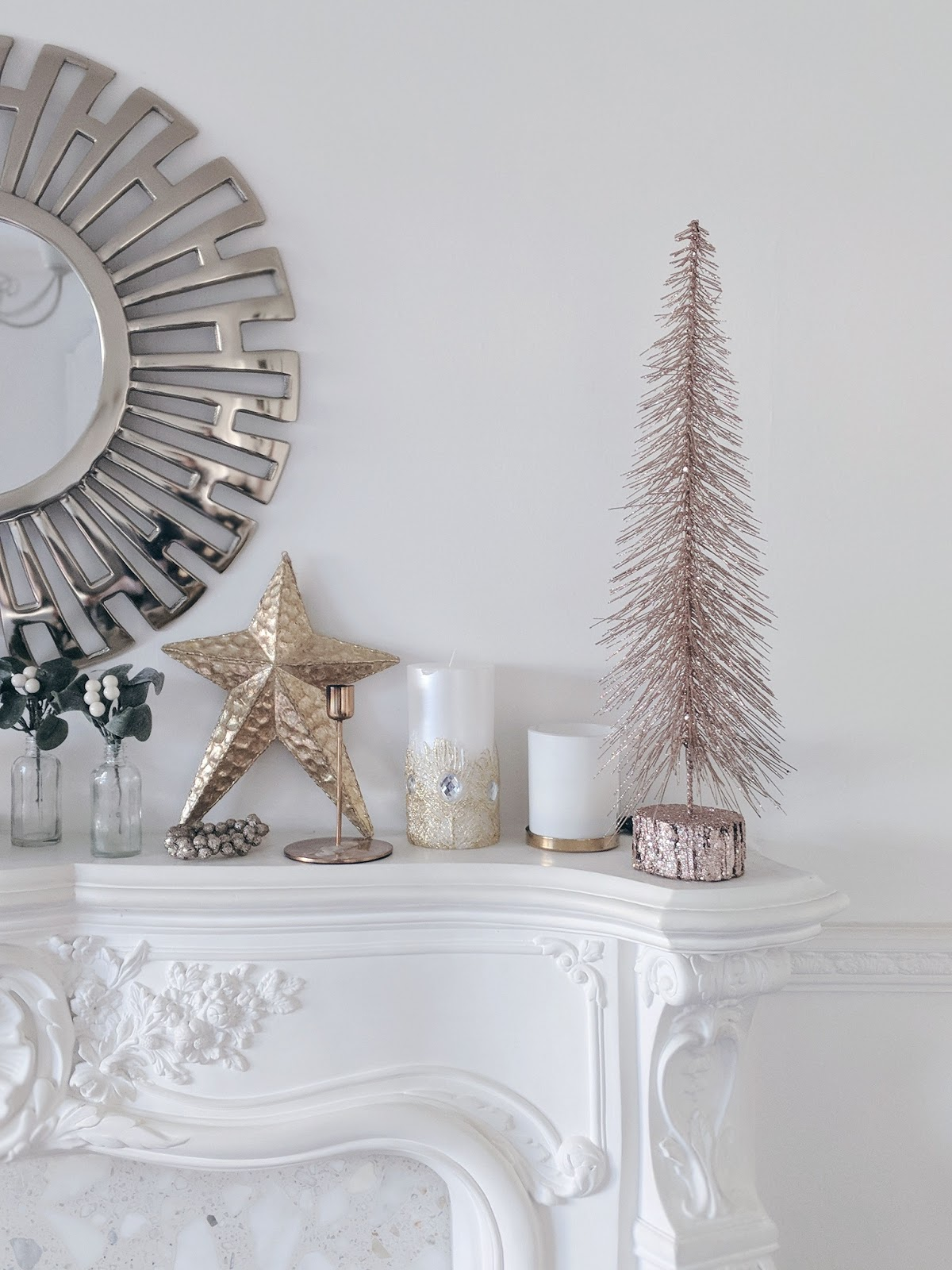 gold and white christmas decorations