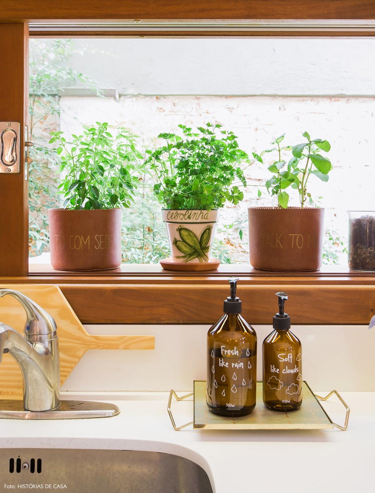 Casinha Colorida Chez Gabriela Lorenzett ~ Horta De Temperos Na Cozinha