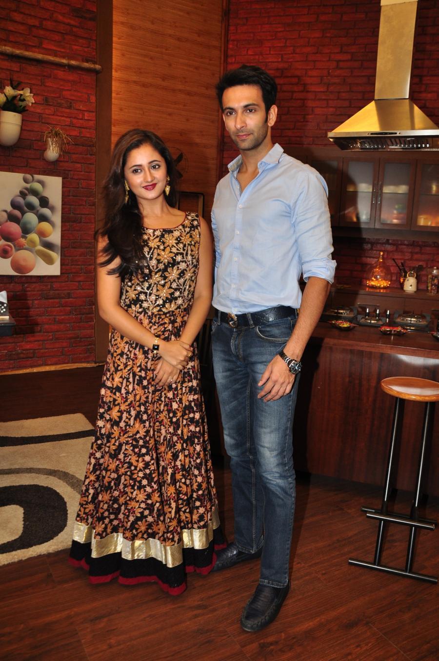 Hindi TV Actress Rashami Desai Stills In Black Dress At Nach Baliye