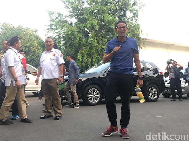 Bawa Infused Water, Sandiaga Susul Prabowo Tiba Di RSPAD