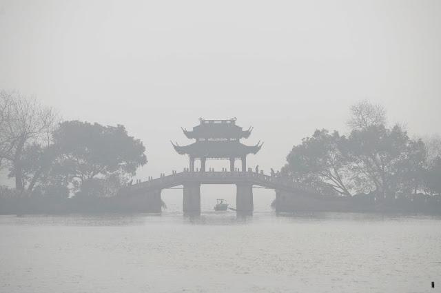 หมอกเมืองจีนในเวลากลางวันยังขนาดนี้ กลางคืนเดือนมืดคงไม่ต้องพูดถึง