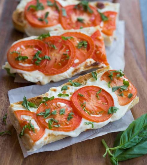 TOMATO BASIL MOZZARELLA TOASTS #tomato #vegetarian