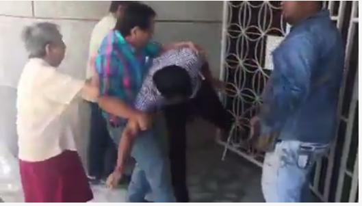 Hijo desnaturalizado: funcionario de gobierno desaloja a su propia madre de la casa; ella muere