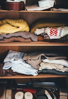 cara menghilangkan bau apek pada lemari