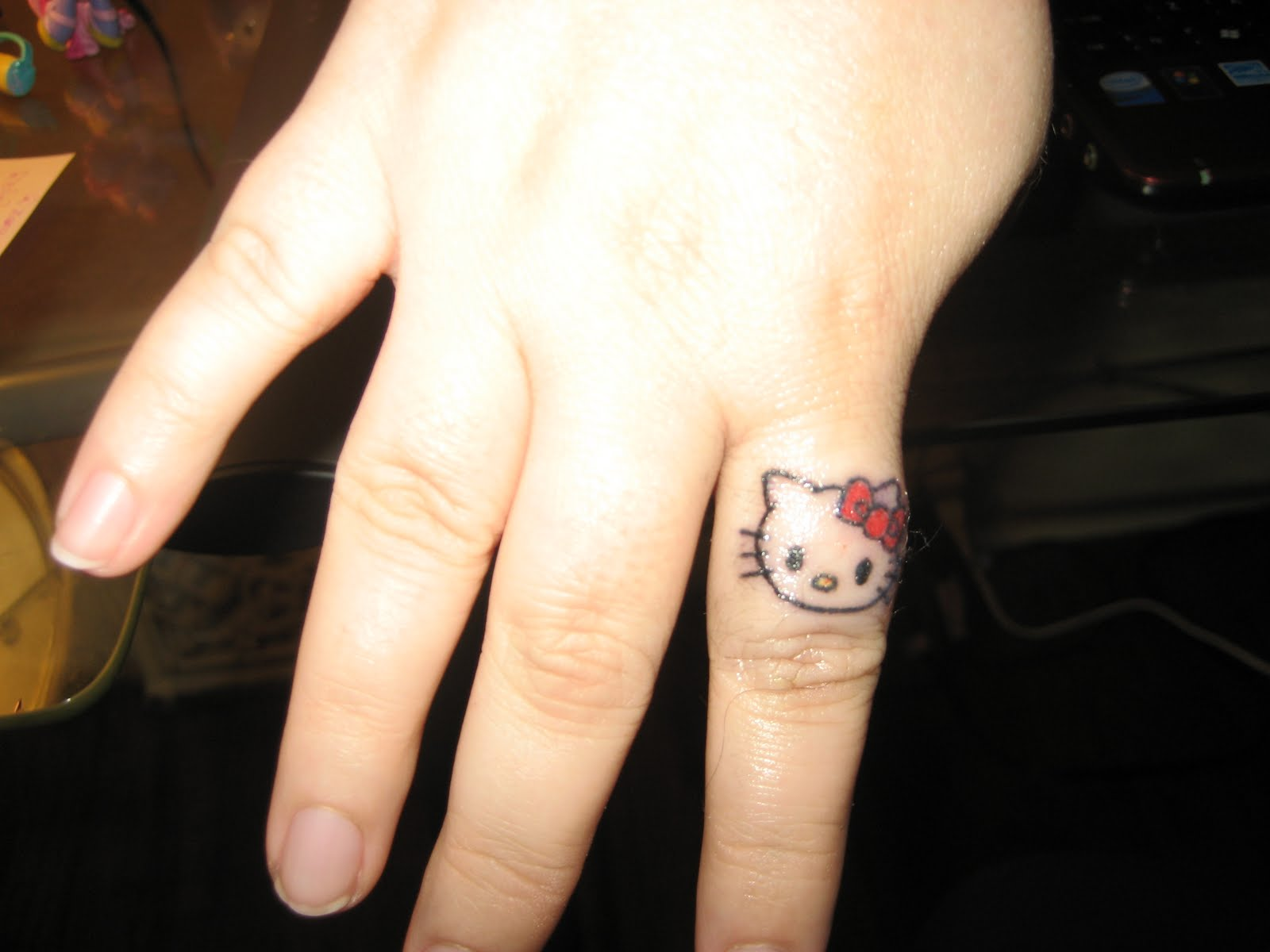 small tattoo design on hand for women 2011