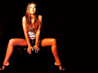 Carmen Electra Stretching Widely Her Sleekly Legs