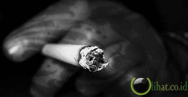 Rokok meledak, menyebabkan seorang perokok kehilangan enam gigi