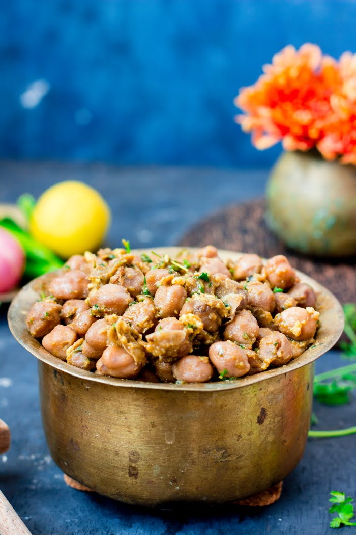 How to make Pindi Chhole, pindi chhole recipe, vegan chickpea recipe, vegan garbanzo curry recipe, how to make chhole, chhole recipe