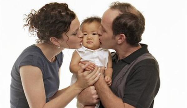 3 Kisah Adopsi Anak yang Berakhir Mengenaskan