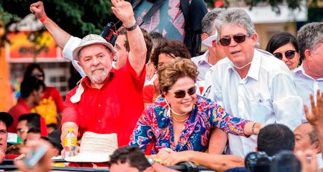 Lula subiu ao palanque ao lado da ex-presidente Dilma Rousseff – Reprodução