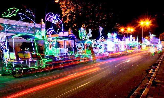 Klik untuk melihat Wisata Malam Jogja Alun-Alun Kidul