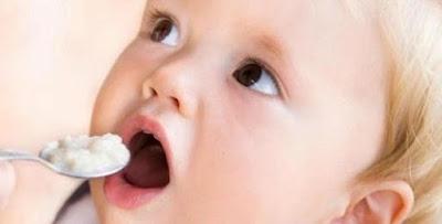 Nguy cơ tiềm ẩn từ việc nhai cơm mớm cho trẻ nhỏ