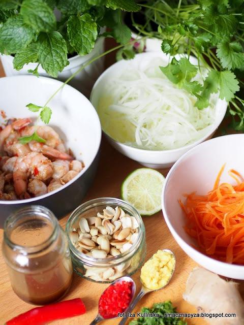 salatka, food pairing, kuchnia milosci, kolacja we dwoje, dla dwojga, salatka z krewetkami, zielona papaja, krewetki, azjatyckie danie, kuchnia azjatycka