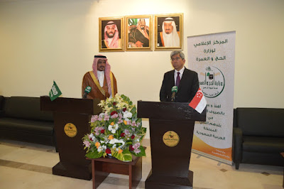 Source: Ministry of Haj and Umrah, KSA. Minister Yaacob addresses the floor during his meeting with Dr Benten in Makkah, KSA.