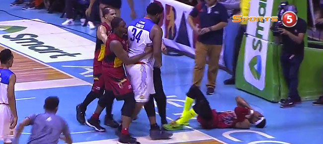 Arwind Santos & Joshua Smith SCUFFLE in Game 4 (VIDEO)