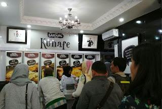Suasana outlet Bandung Kunafe