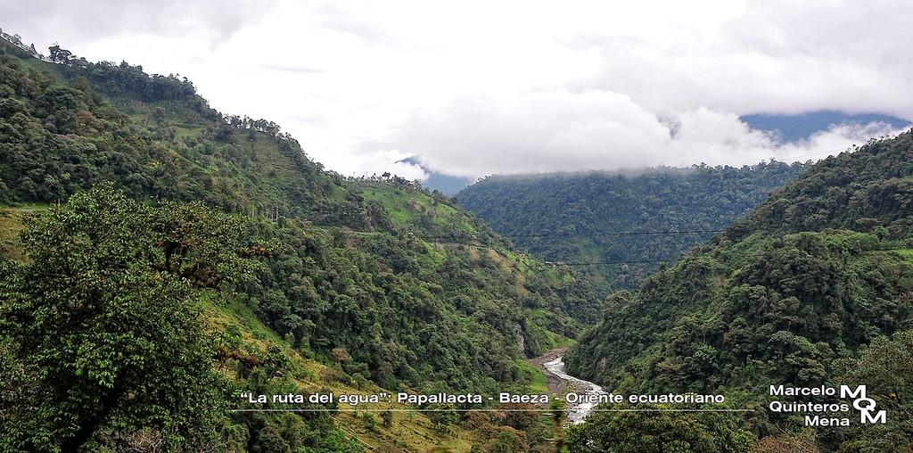est ubicada sobre el valle del ro quijos y est situada a una altitud de msnm en la regin amaznica del ecuador en el norte de la provincia