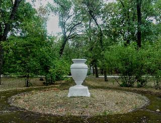 Новгородское. Парк. Вазон