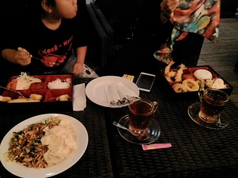 review woodstairs cafe lampung