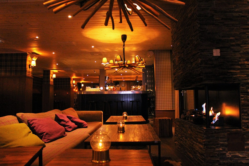 Hotel Tango bar - skiing at Val Thorens - ski holiday in the French Alps - travel blog