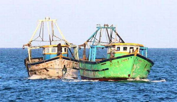Engine problem; Boat trapped in sea, Rescued by Fisheries department, Nileshwaram, kasaragod, news, Boat, fishermen, Escaped, Kerala