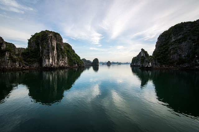 Fully explore the culture of Vietnam on the Halong Bay cruise 2