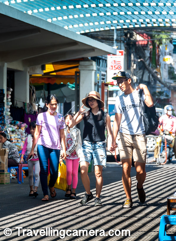 While the market is popular with the tourists, it is infamous among the locals, who consider it an expensive place where the shopkeepers almost always overcharge for all the products. Even as tourists, we found this market to be slightly more expensive than the other places.