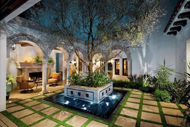Inspirasi Teras Belakang Rumah dengan pohon besar dan taman