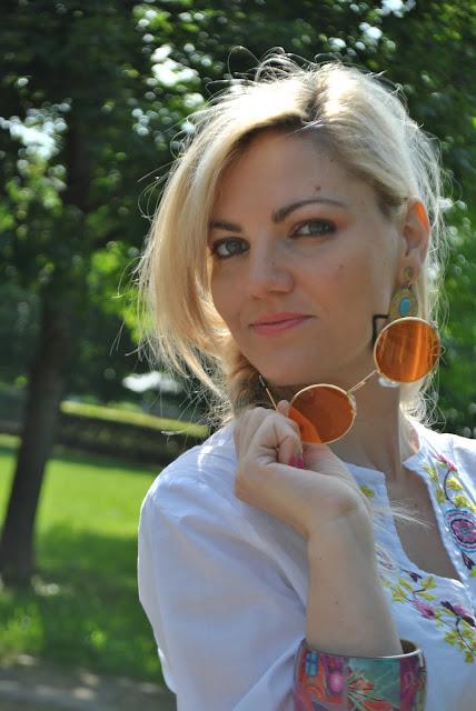 mariafelicia magno fashion blogger color block by felym bracciale desigual occhiali da sole a oblò  ragazze bionde treccia boho blonde girl blonde hair desigual bracelet oblò sunglasses seventies sunglasses
