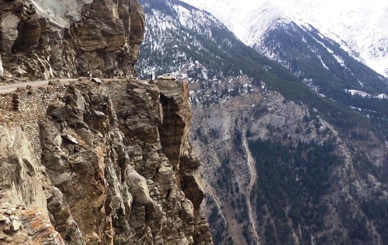 The famous suicide point around Kalpa, Himachal Pradesh - One Of The Most Dangerous Roads In the world