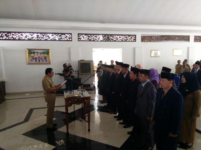Bupati Rolling Pejabat Pemkab Empat Lawang dan Kepala Sekolah