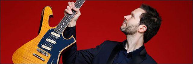 Guitarrista Paul Gilbert