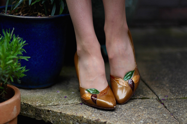 Fake Fabulous | Brown patent leather vintage shoes with applique flowers