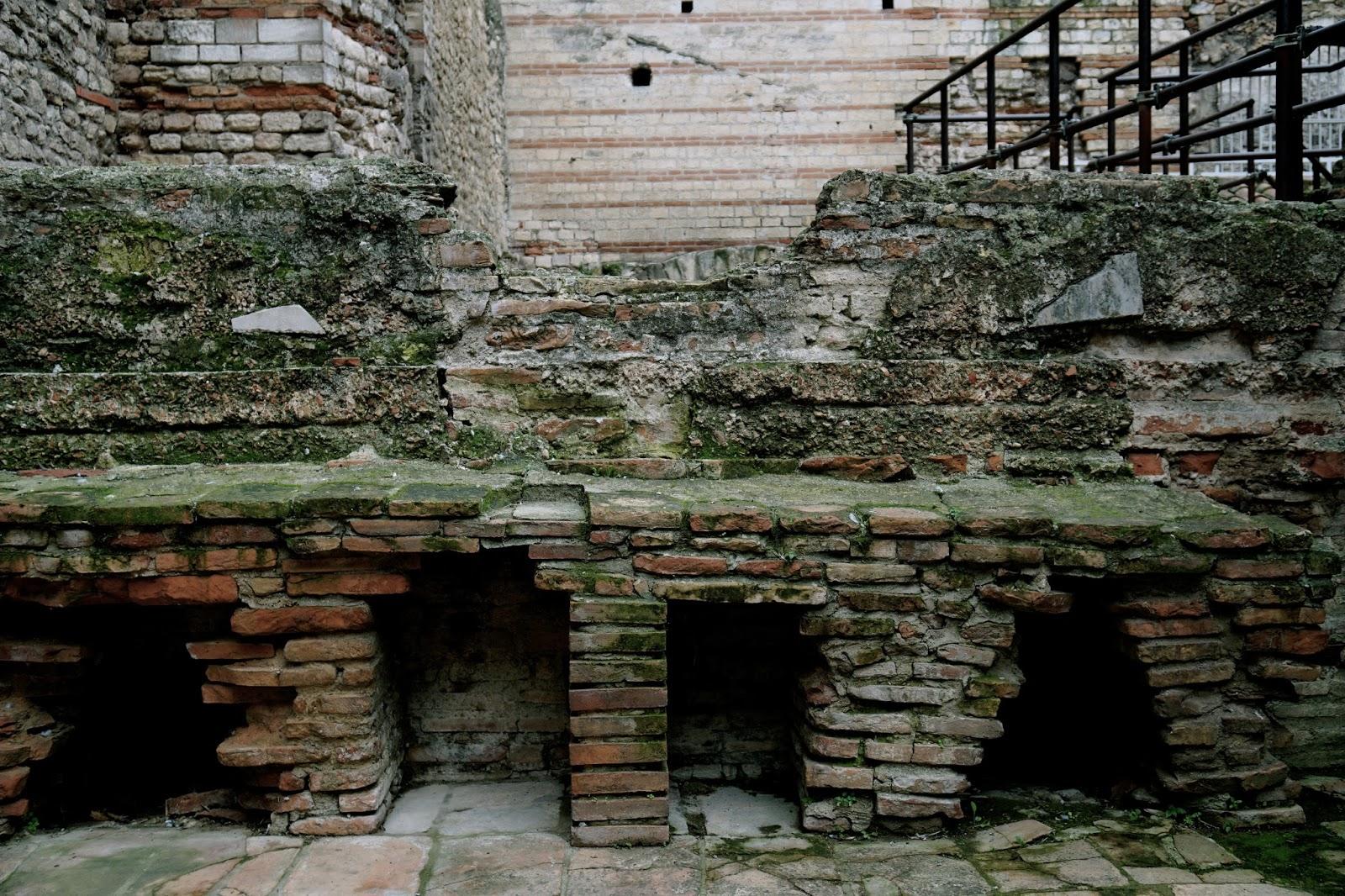 コンスタンティヌスの公衆浴場(Les Thermes de Constantin)