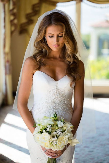 long elegant wavy hairstyle for bride