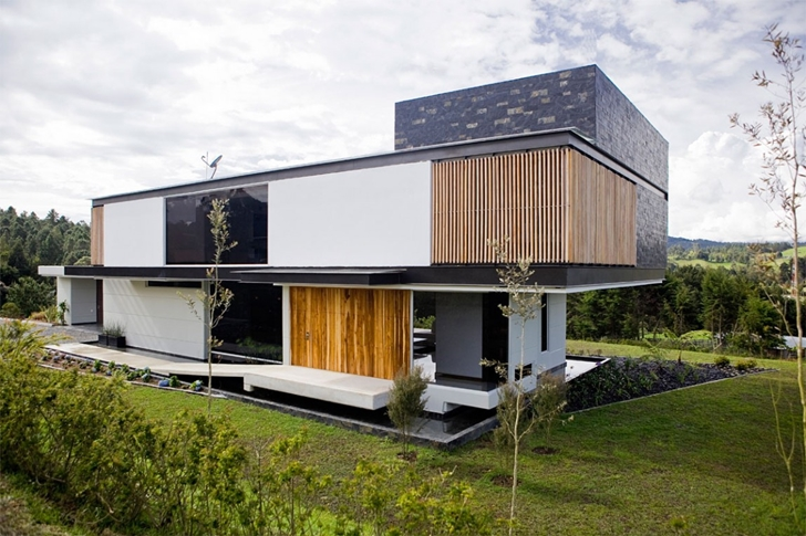 Modern architecture house by Carlos Molina